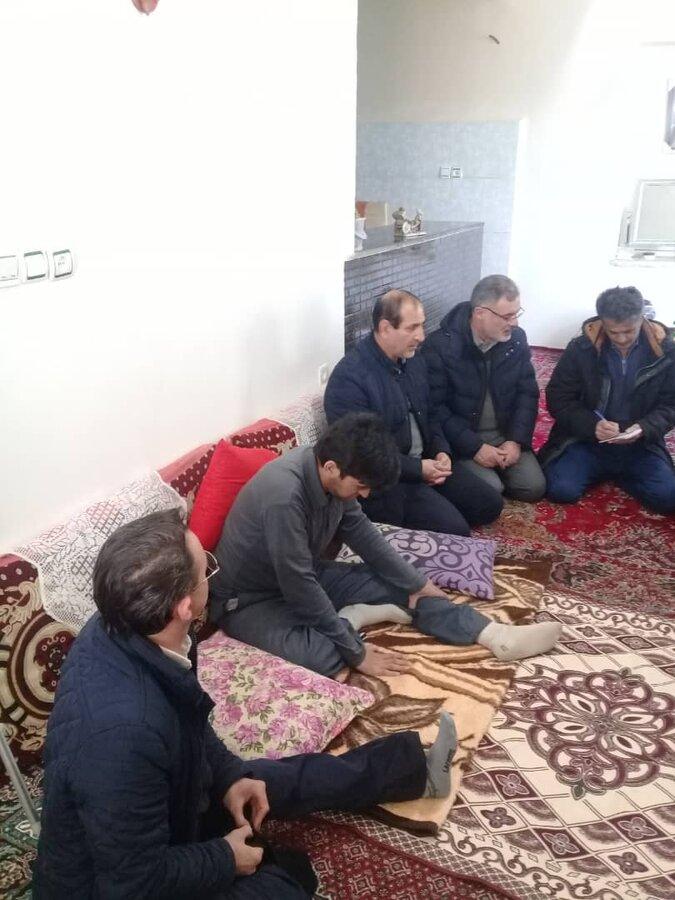 کاظم زاده رییس دبیرخانه مدیریت بحران در بازدید از منازل مددجویان