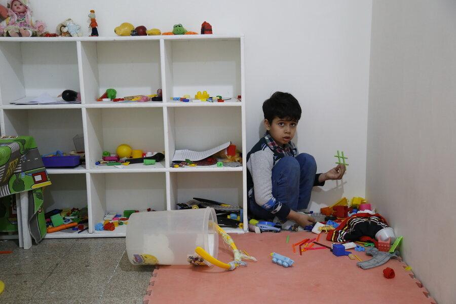 آموزش متفاوت بیماران اوتیسم در منطقه ۱۸ / اینجا مربیها کتک میخورند، اما عاشق بچهها هستند