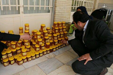 هدیه یک هزار بسته عسل توسط نیکوکار زرندی