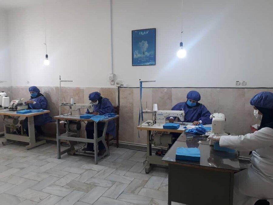 تولید ماسک جمعی از زنان سرپرست خانوار و معلولین شنوایی در شهرستان خمین