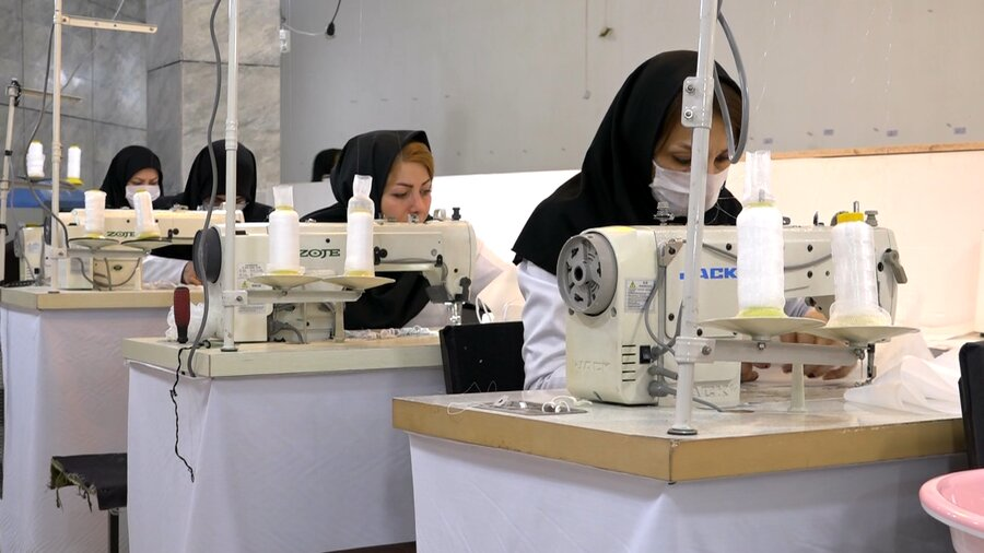 راه اندازی کارگاه تولید ماسک توسط موسسه خیریه ائمه اطهار (ع) اردبیل و توزیع آن بین مددجویان بهزیستی