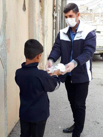 گزارش تصویری ارائه پک های بهداشتی به کودکان کار کرمانشاهی