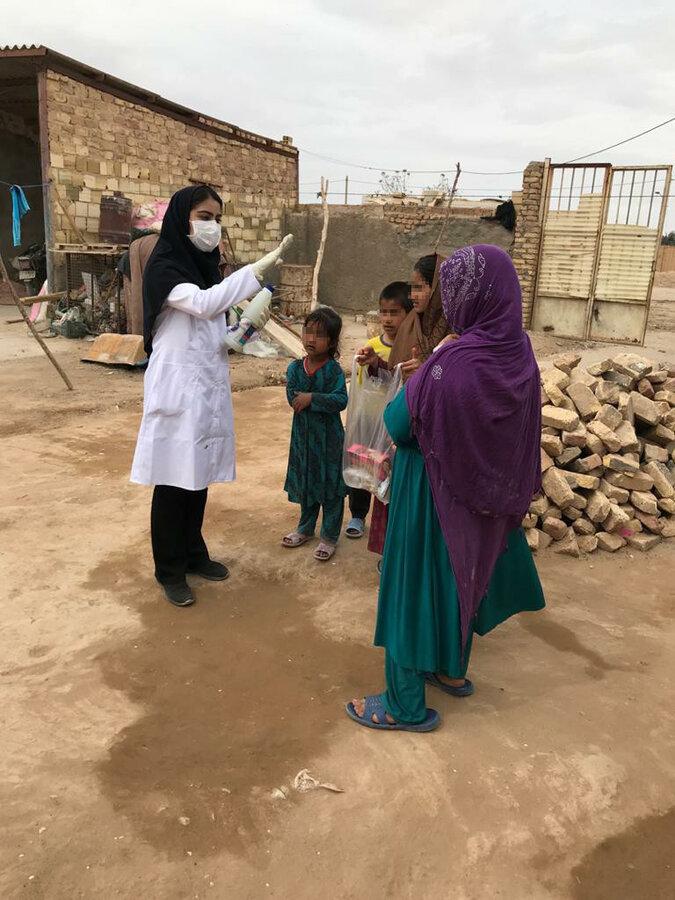 گزارش تصویری | توزیع 250 بسته بهداشتی بین کودکان کار و آموزش آنها برای مقابله با کرونا