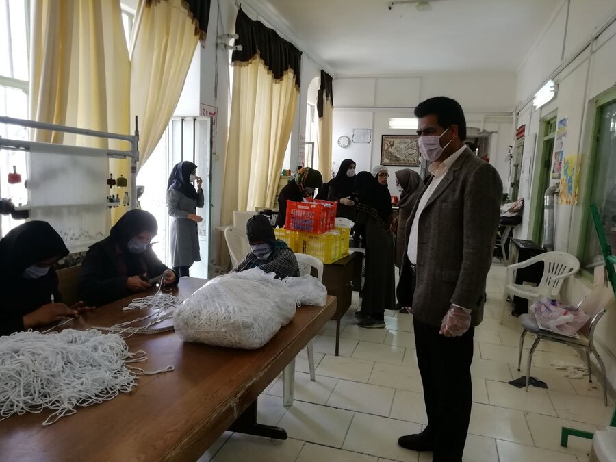 کارگاههای تولیدی توانخواهان و گروههای همیار پایگاههای سلامت اجتماعی بهزیستی نیز همگام با سپاه و گروههای جهادی در خط مقدم مبارزه علیه کرونا