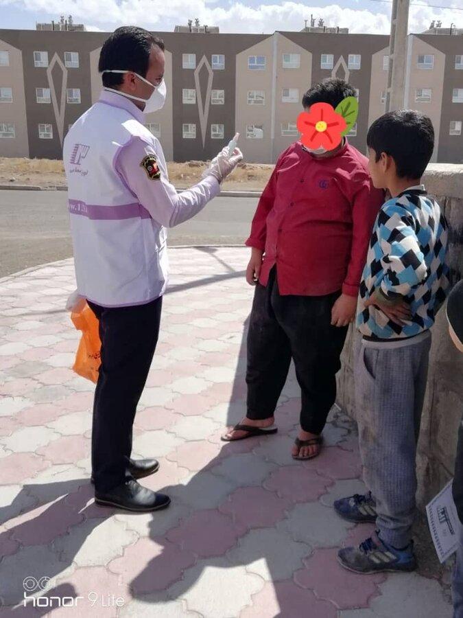 توزیع ماسک، مواد بهداشتی و شوینده بین کودکان کار خراسان جنوبی