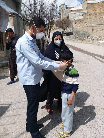 گزارش تصویری۲/ توزیع اقلام بهداشتی در بین کودکان کار کرمانشاهی