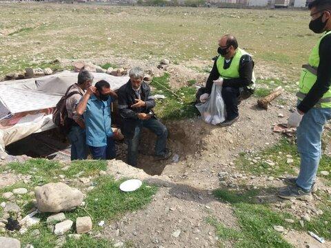 توزیع اقلام بهداشتی پیشگیری از بیماری کرونا در مناطق و محلات پر خطر و آسیب زای استان البرر