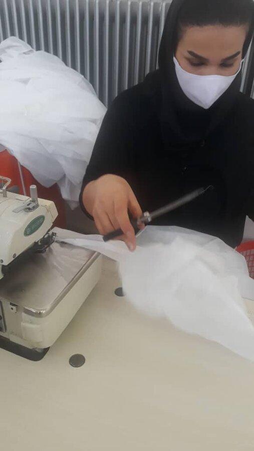تولید روزانه ۵۰۰ عدد انواع ماسک و لباس بیمارستانی در کارگاه های تولیدی وحمایتی ناشنوایان ارومیه