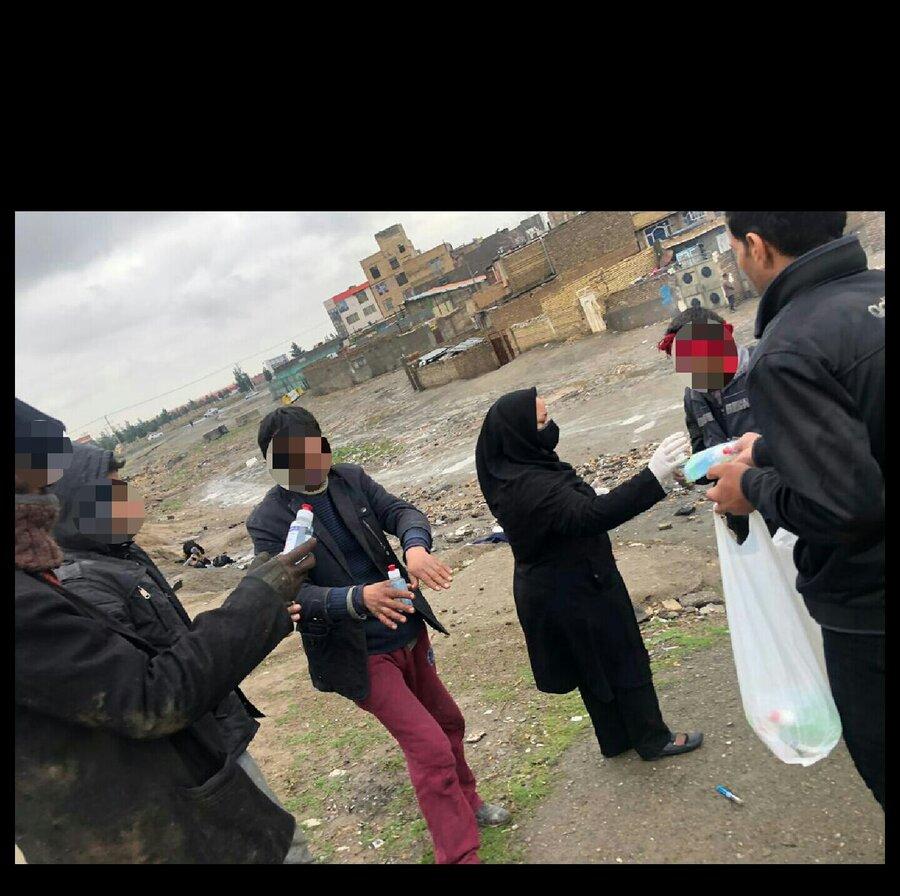 تصویر | ارائه خدمات بهداشتی در مراکز تجمع و پاتوق های معتادین متجاهردر مشهد و نیشابور