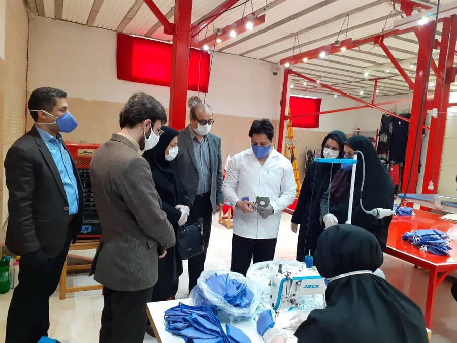 بازدید مدیرکل اشتغال و کارآفرینی سازمان بهزیستی کشور از کارگاه تولید ماسک و لباس بیمارستانی آیریک در املش/ گیلان