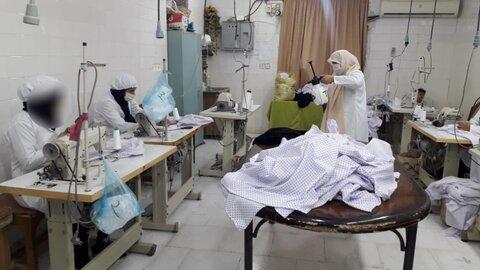 تولید لباسهای کادر درمانی به همت زنان سرپرست خانوار استان قزوین