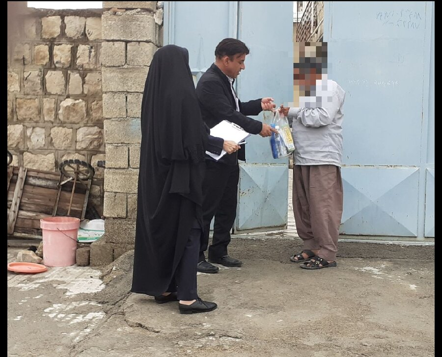 بدره/گزارش تصویری/ توزیع اقلام بهداشتی بین ساکنان مناطق حاشیه نشین