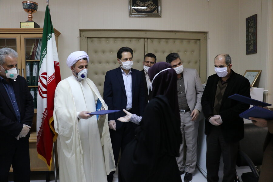 به مناسبت روز جانباز از همکاران جانباز و فرزندان شهدا اداره کل بهزیستی گیلان تقدیر شد
