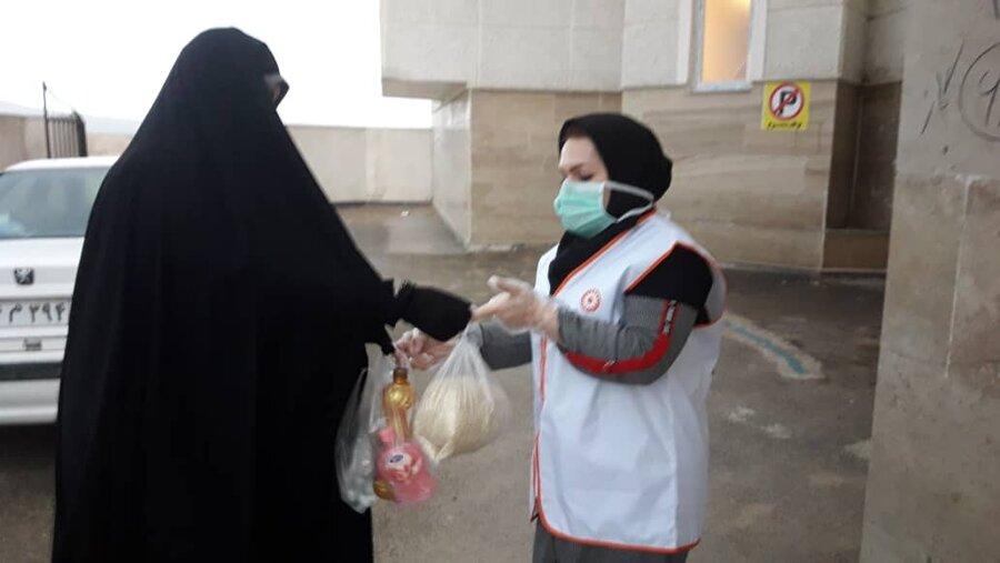 گزارش تصویری ا توزیع پک مواد ضد عفونی کننده و سبد مواد غذایی توسط گروههای همیار سلامت روان اجتماعی بهزیستی استان اردبیل