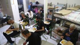 کلیپ| خدمات بهزیستی به معتادان و افراد بی خانمان در مرکز سرپناه شبانه «فرحزاد» برای پیشگیری از کرونا