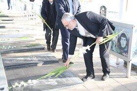گزارش تصویری|غبارروبی و عطر افشانی مزار شهدا توسط مدیر کل و کارکنان بهزیستی آذربایجان شرقی به مناسبت دهه مبارک فجر