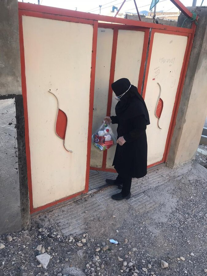 ایلام  گزارش تصویری توزیع اقلام بهداشتی ومواد غذایی بین مددجویان مناطق حاشیه نشین ایلام