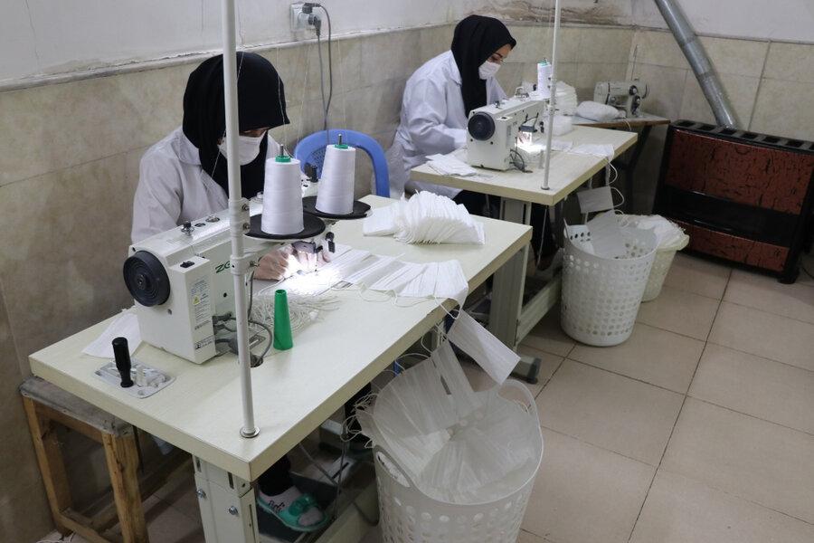 تولید ماسک و لباس توسط گروهای همیار بهزیستی استان قم