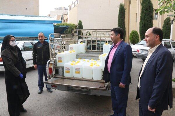 اصفهان| اهدای 300 لیتر مایع ضدعفونی کننده توسط رئیس امور شعب بانک رفاه کارگران استان به بهزیستی