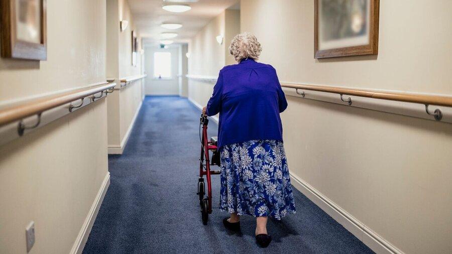 ببینید  اذعان نخست وزیر انگلیس به بالا بودن تلفات کرونا در خانه های سالمندان انگلیس