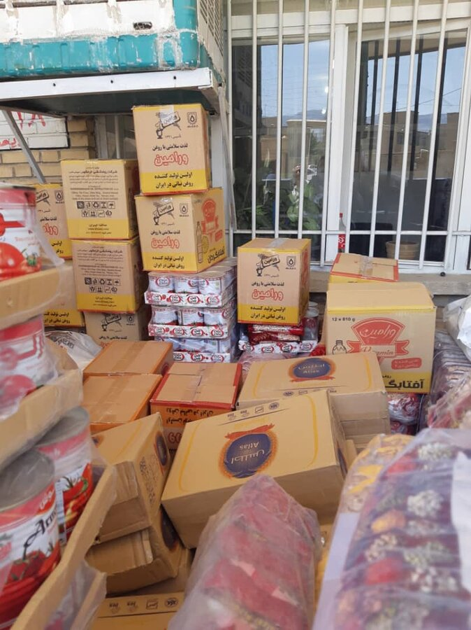 آغاز توزیع بسته های غذایی اهدایی بنیاد برکت و هلال احمر بین مددجویان بهزیستی ایلام