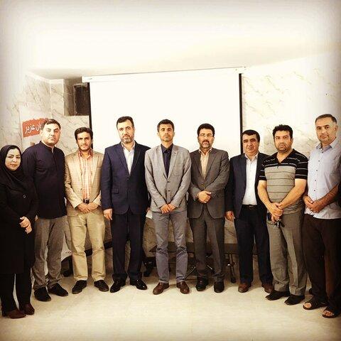 کرج موسسه شایسته گلهای بهشتی در نشستی صمیمانه میزبان مسئولین نیروی انتظامی و مدیر بهزیستی کرج شد .