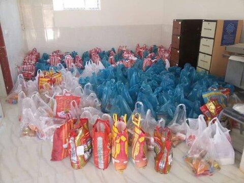 بوئین میاندشت| توزیع 355 بسته مواد غذایی در پویش همدلی مومنانه