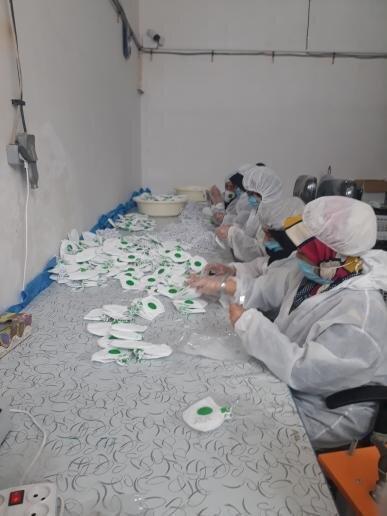 کاشان| روزانه 4 هزار ماسک توسط مددجوی کاشانی تولید میشود