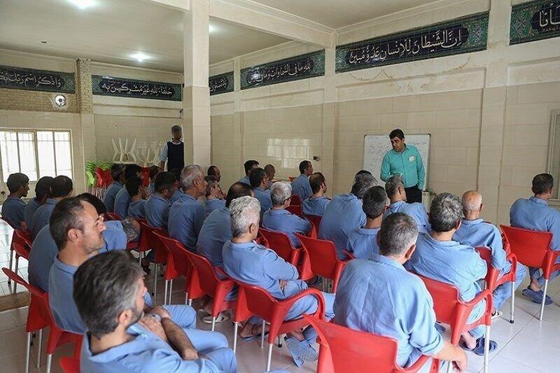 معتادان بهبود یافته در زنجان تسهیلات دریافت می کنند