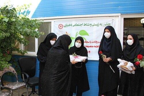 گزارش تصویری|بازدید سرپرست اداره کل بهزیستی آذربایجان شرقی از خانه امن دختران و نمایشگاه توانمندیهای آنان و دیدار با دختران مقیم  خانه به مناسبت میلاد