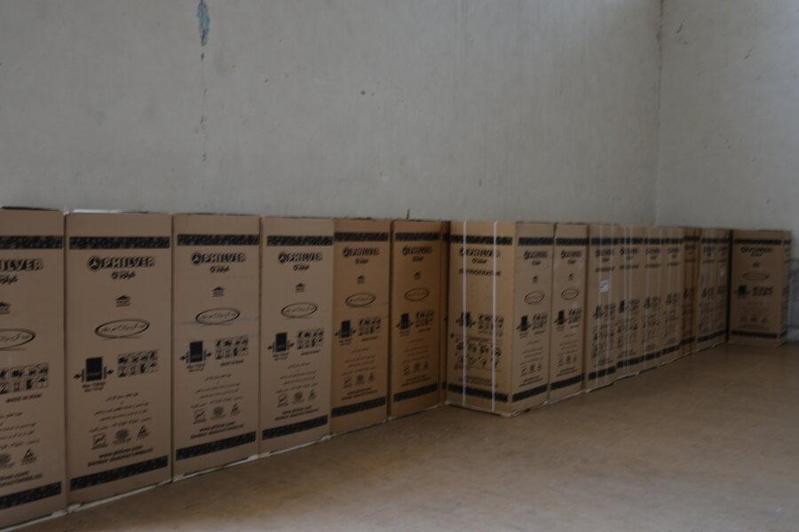 توزیع 1370 دستگاه یخچال اهدائی بانک ملت به مددجویان آسیب دیده از سیل استان سیستان و بلوچستان