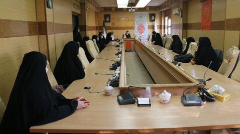 دیدار جمعی از زنان سرپرست خانوار با مدیر کل بهزیستی استان قم