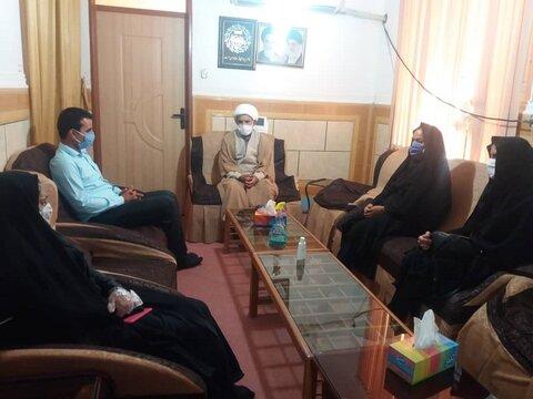 دیدار و گفت و گو رئیس و کارکنان بهزیستی منوجان با امام جمعه