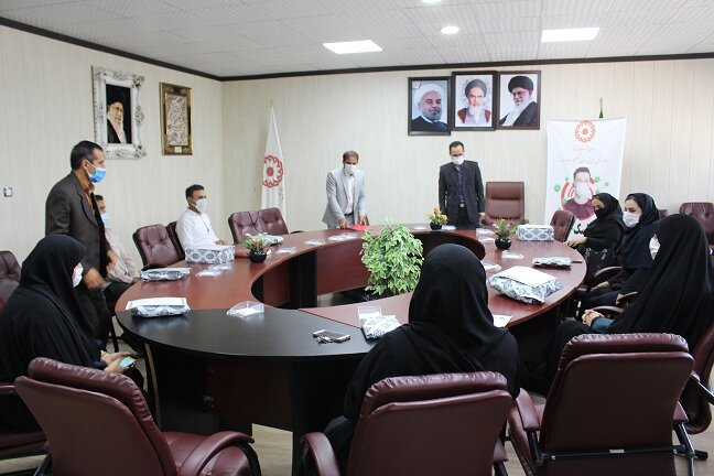 اهداء جوایز به افراد برتر مسابقات ورزشی برگزار شده در هفته بهزیستی استان کهگیلویه و بویراحمد