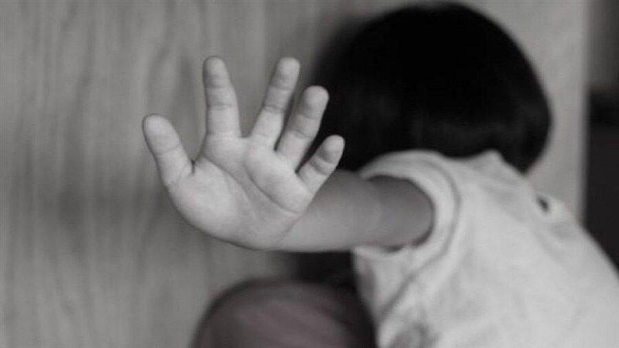 غفلت والدین از فرزندان نوعی کودک آزاری محسوب می شود