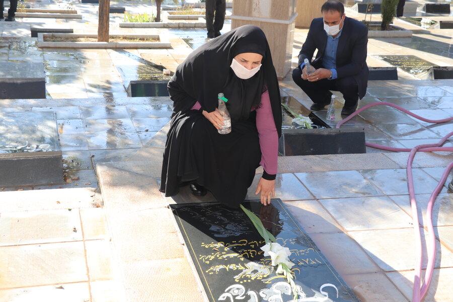 گزارش تصویری| غبار روبی گلزار مطهر شهدا