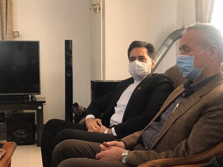 """دیدار مدیر کل بهزیستی گیلان با خانواده شهید دفاع مقدس """"سیروس کوچکی نژاد"""""""