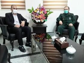 قرچک رئیس بهزیستی از فرمانده ناحیه مقاومت ۱۵ خرداد تجلیل کرد